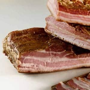 Bacon defumado a quente